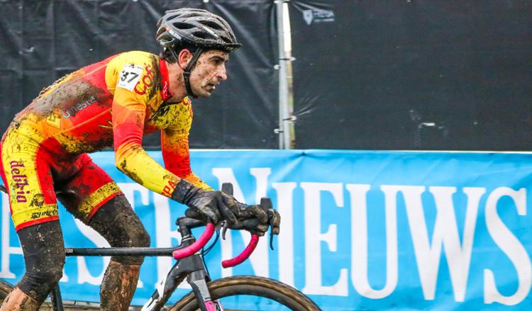 Core y ciclismo Por qué se entumecen las manos en bici
