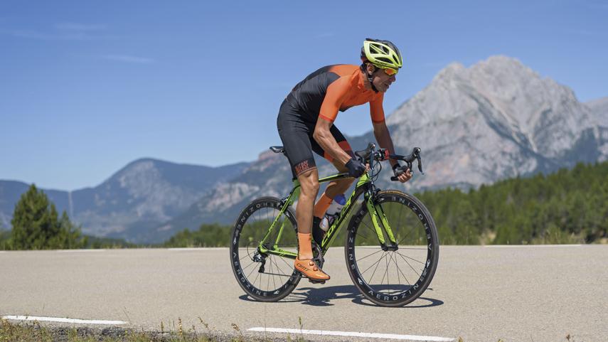 Equipacion-basica-para-comenzar-a-practicar-ciclismo
