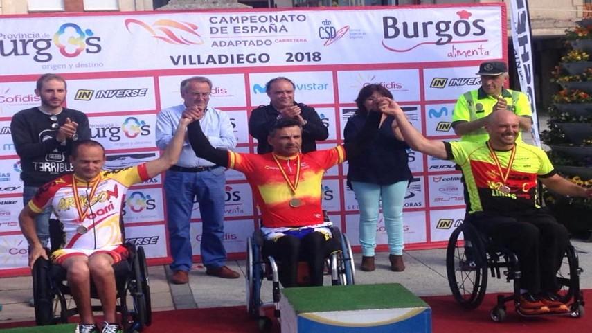 Diego-Ballesteros-da-dos-medallas-a-la-seleccion-aragonesa-una-en-cromo-y-otra-en-linea
