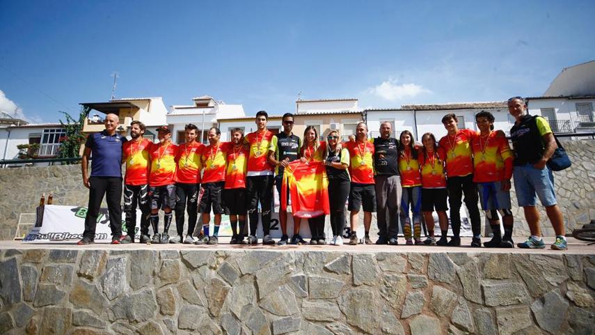 Suarez-y-Torregrosa-campeones-de-Espana-de-Descenso-en-Rute