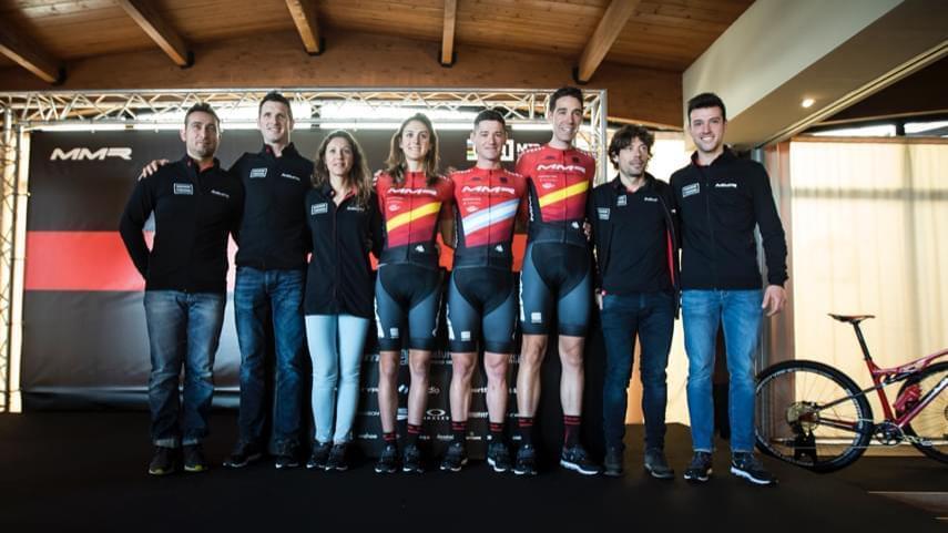 El-MMR-Factory-Racing-Team-presenta-su-equipo-para-2019