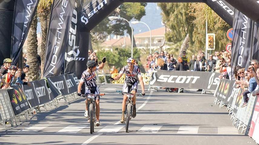 Tiago-Ferreira-y-Cemile-Trommer-vencen-en-la-Scott-Marathon-Cup-de-Cambrils
