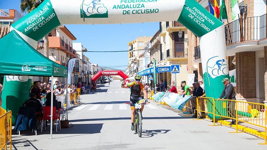Sierra-de-Yeguas--celebra-el-triunfo-de-Antonio-Raul-Gerena