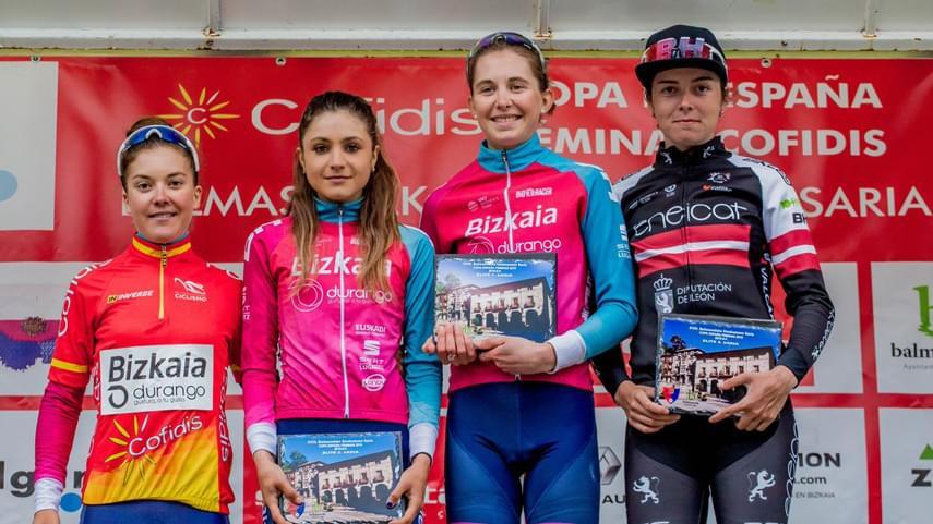 Natalie-Grinczer-y-el-Bizkaia-Durango-se-exhiben-en-Balmaseda