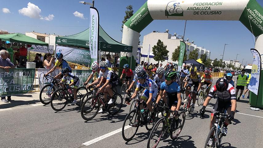 Excepcional-manana-de-ciclismo-base-en-Churriana-de-la-Vega