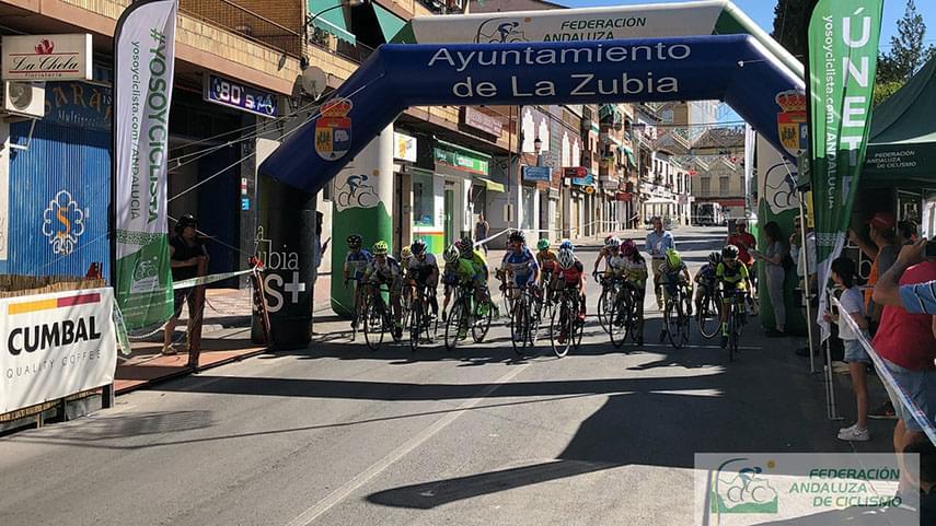 La-Zubia-suma-otra-brillante-jornada-para-jovenes-ciclistas-de-carretera