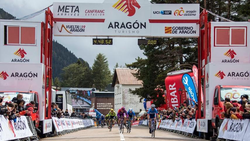 Hivert-gana-la-2-etapa-de-la-Vuelta-Aragon-y-Ezquerra-se-viste-de-lider