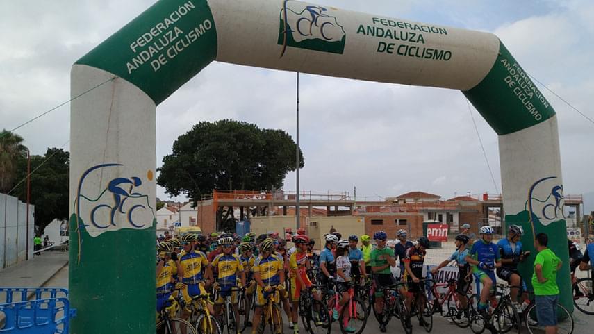 El-provincial-malagueno-de-cicloturismo--cerro-cartel-con-la-VI-Cicloturista-Feria-Puerto-de-la-Torre