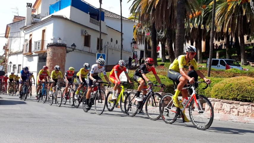 Cabra-vuelve-a-volcarse-con-el-ciclismo-junior-y-cadete
