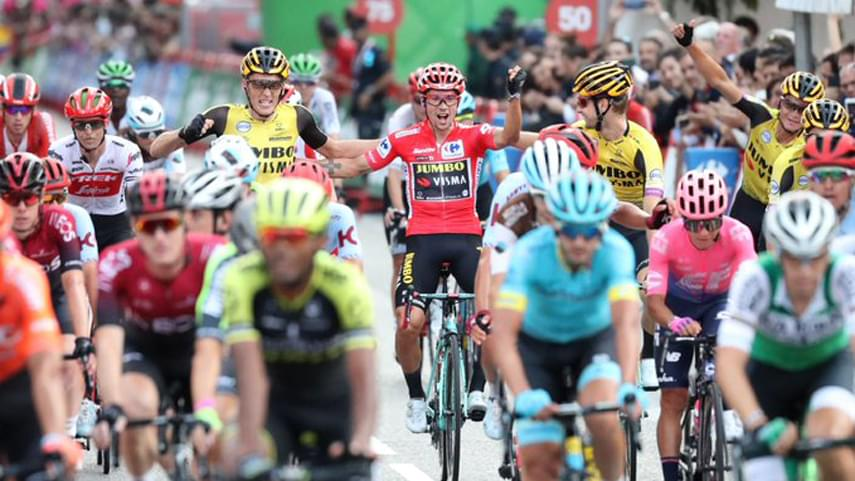 Jakobsen-vence-en-la-ultima-etapa-de-La-Vuelta-de-Roglic