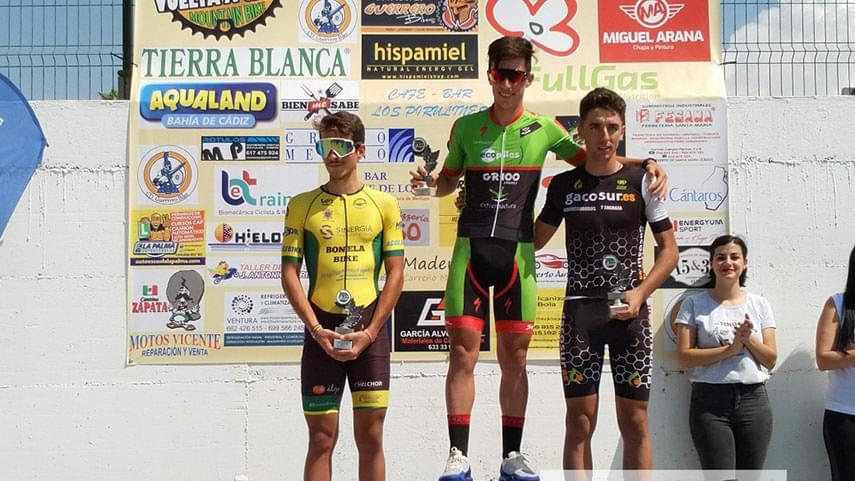 La-III-Vuelta-a-Cadiz-corona-a-Manu-Cordero