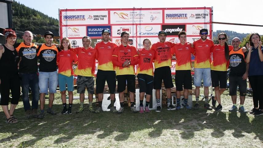 Marketa-Michalkova-y-Mariano-Mari-se-coronan-campeones-del-Open-de-Espana-de-Enduro-2019