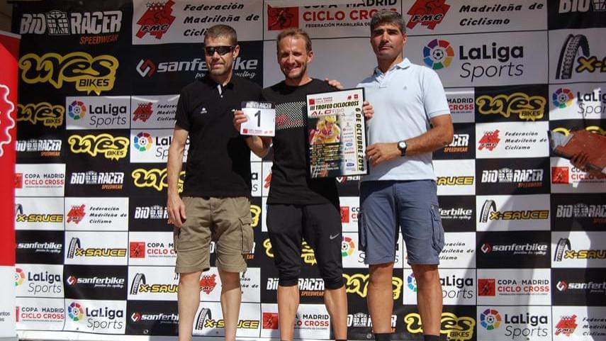 Muriel-Bouhet-y-Carlos-Hernandez-dominan-en-el-exigente-ciclocross-de-Tres-Cantos-AVANCE