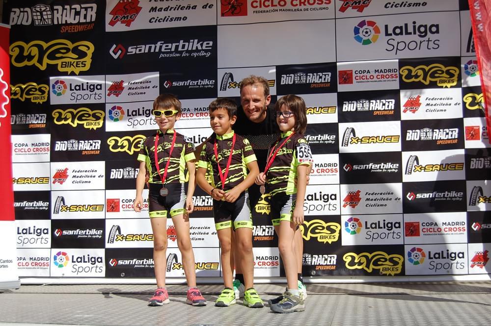Muriel Bouhet y Carlos Hernández dominan en el exigente ciclocross de Tres Cantos (ACTUALIZADA)