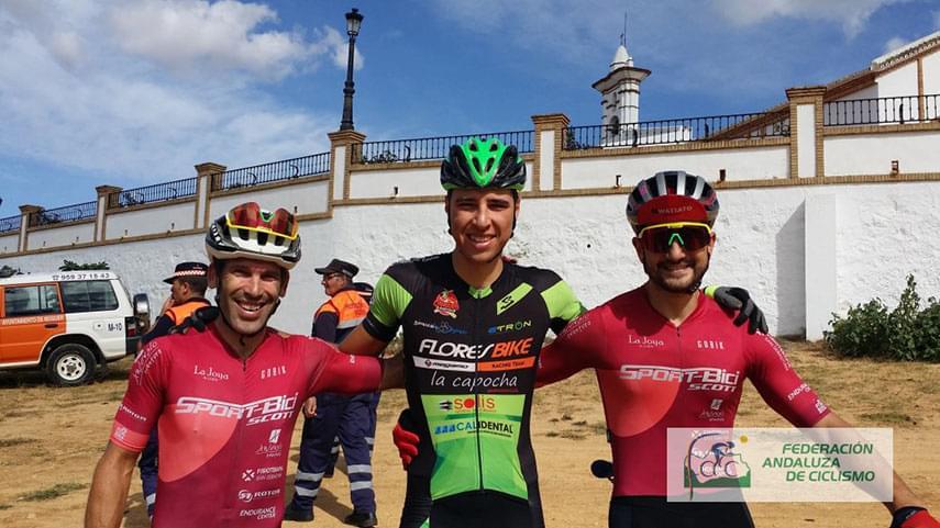 Macias-y-Reis-salen-victoriosos-del-VII-Rally-Coto-de-Montemayor