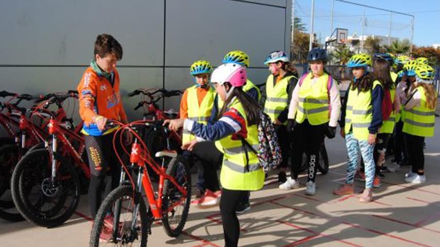 La��alumnat-del-colA�legi-Jose-Soriano-se-suma-al-projecte-Aula-ciclista