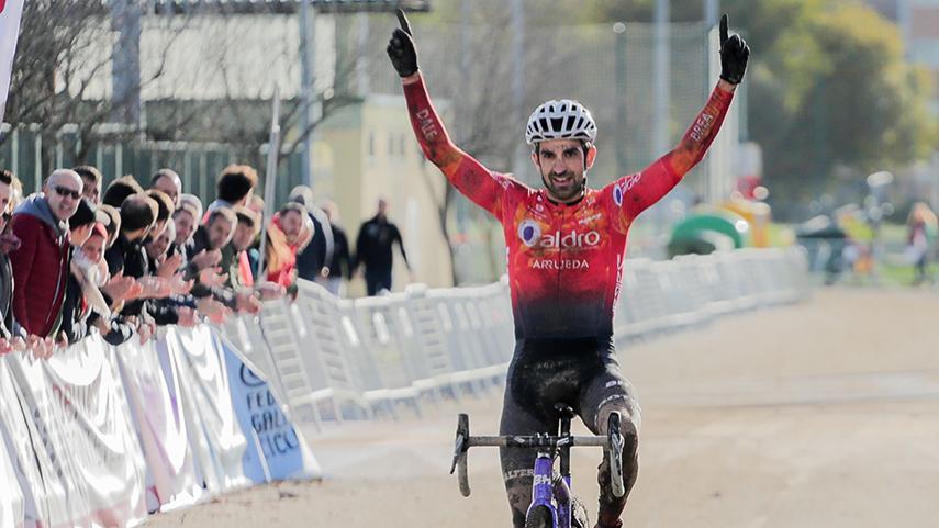 Ismael-Esteban-vence-en-Pontevedra-y-asegura-la-Copa-de-Espana-de-Ciclocross-