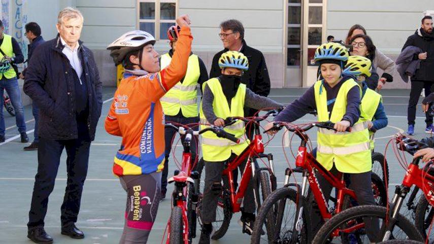 El-ciclismo-y-la-movilidad-sostenible-entran-en-las-aulas-valencianas