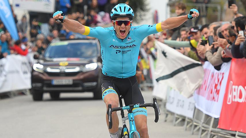 Jakob-Fuglsang-gana-la-primera-etapa-de-la-Vuelta-a-Andalucia