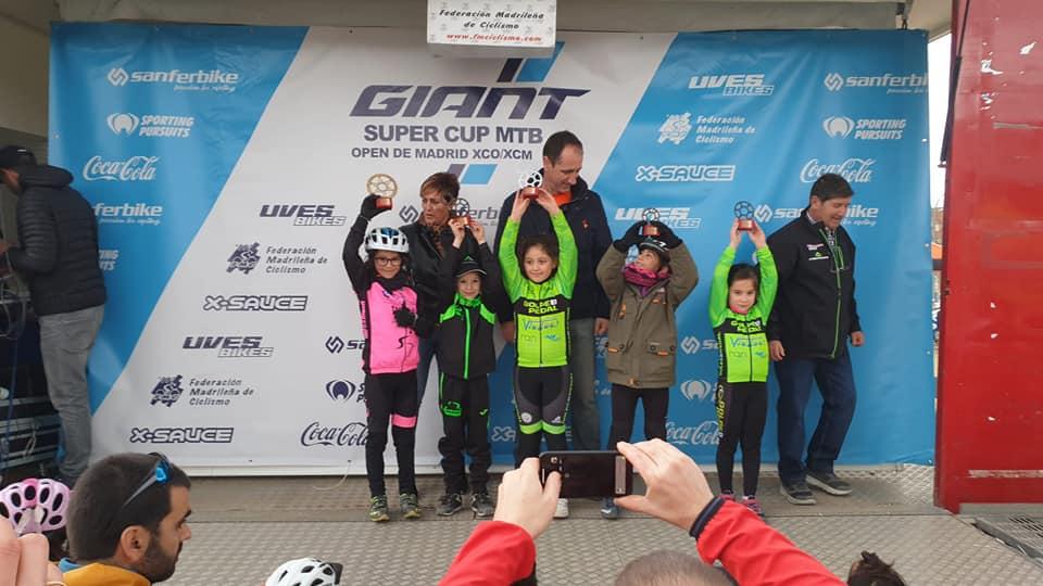 Daniela Suárez y Hugo Pradas suben a lo más alto en la Giant Super Cup Kids de Alpedrete