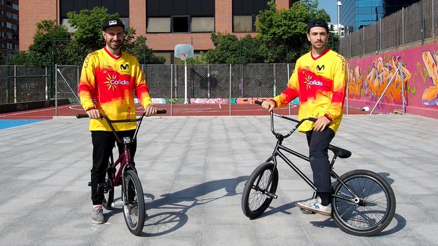 Varo-Hernandez-y-Alberto-Moya-ensenan-como-iniciarse-en-el-BMX-Freestyle-Flatland