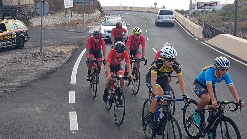 2-EntrenamientoNuevo-entrenamiento-de-la-Pre-Seleccion-de-la-FCC-de-la-categoria-Juniors-en-Tenerife