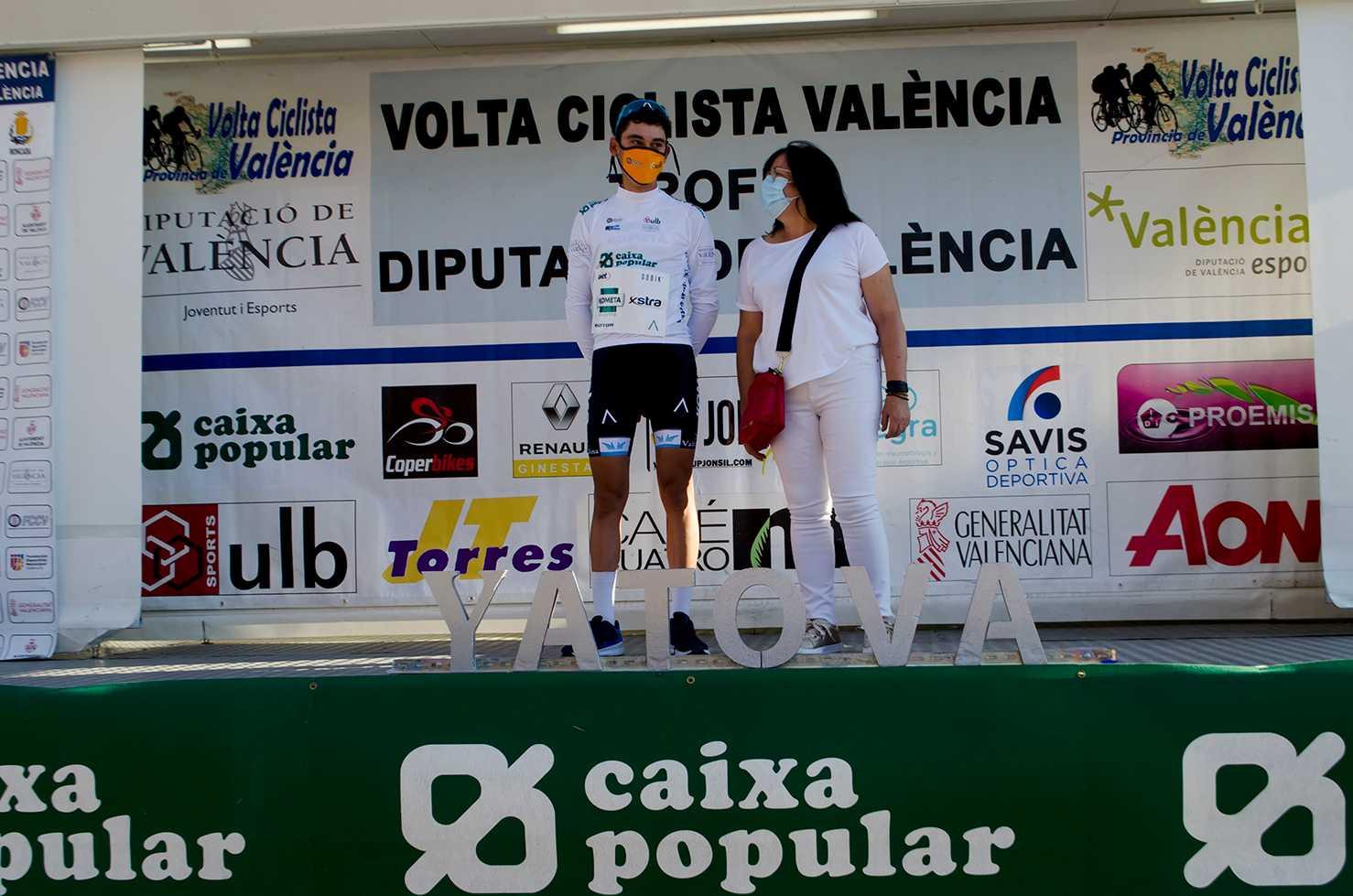 Álex Martín, primer líder de la Volta a Valencia tras ganar en solitario en Yátova