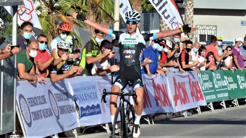 alex-Martin-primer-lider-de-la-Volta-a-Valencia-tras-ganar-en-solitario-en-Yatova