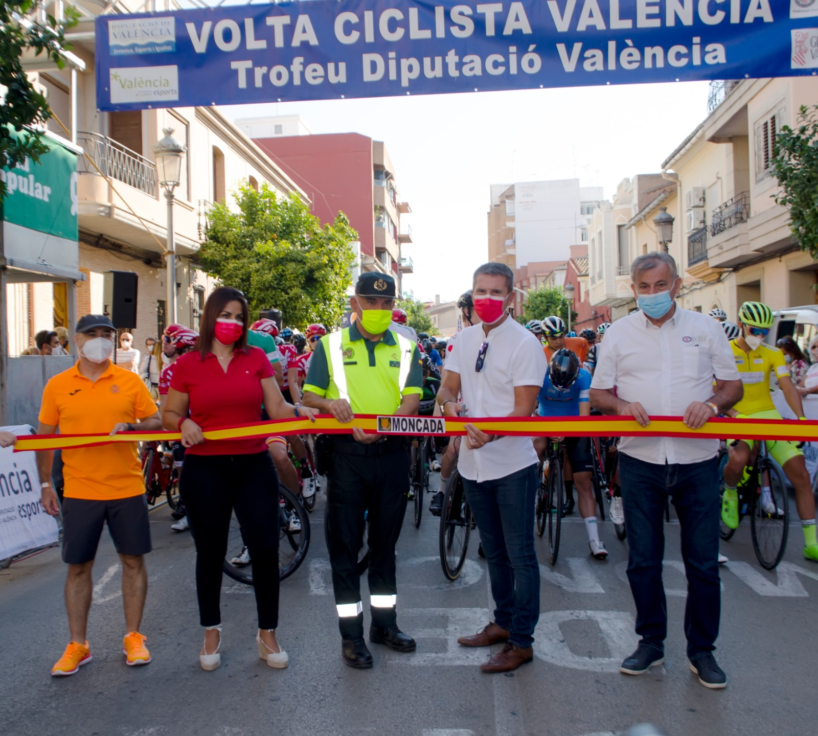 Benassar sorprende a los esprinters en Moncada y Moreira certifica la Volta