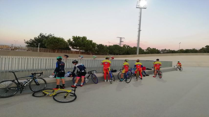Arrancan-los-entrenamientos-de-Pista-en-el-velodromo-de-San-Vicente
