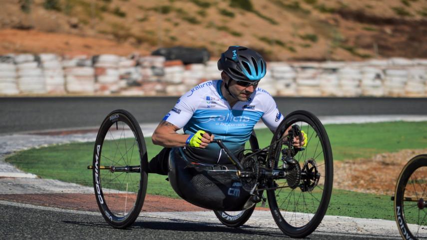 Montero-colgase-o-ouro-na-proba-en-lina-do-Campionato-de-Espana-de-Ciclismo-Adaptado