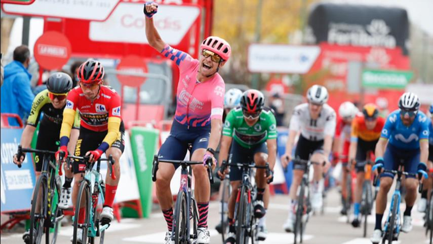 Magnus-Cort-Nielsen-da-la-tercera-victoria-en-La-Vuelta-al-Education-First