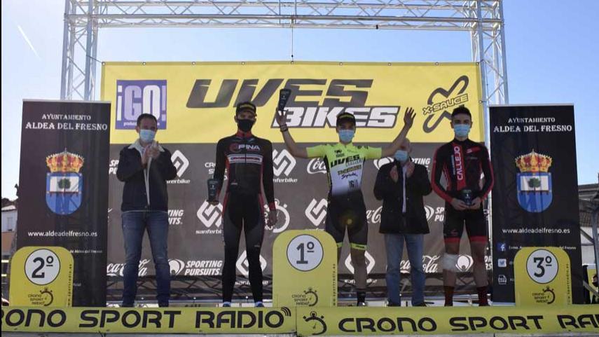Gran-fortaleza-de-Aida-Nuno-y-Gonzalo-Inguanzo-en-el-V-Trofeo-de-Ciclocross-Uves-Bikes-