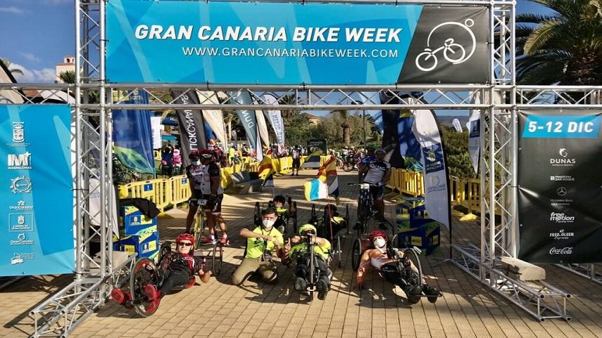 La-circular-Faro-de-Maspalomas-a��-Ayagaures-volvio-a-reunir-a-ciclistas-que-completaron-los-32-kilometros-en-handbike-y-tandem