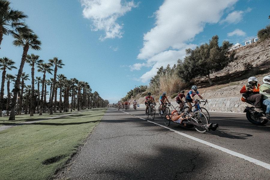 La circular Faro de Maspalomas – Ayagaures volvió a reunir a ciclistas que completaron los 32 kilómetros en handbike y tándem