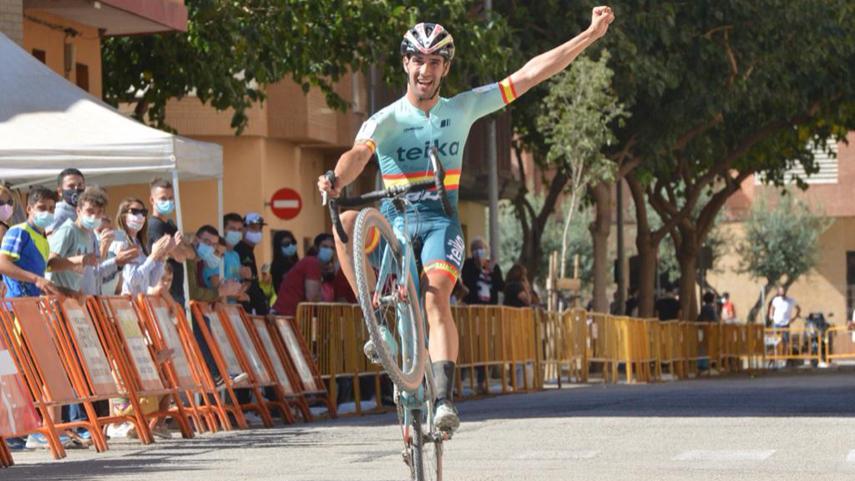 Felipe-Orts-a-por-su-tercer-nacional-de-ciclocross-consecutivo-en-Torrelavega-