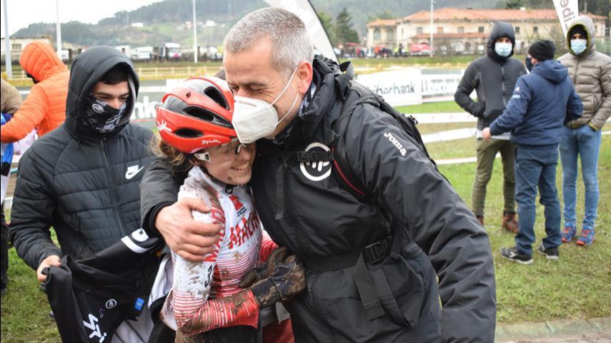 Feliz-regreso-de-Maria-Parajon-al-podio-con-un-merecido-bronce-sub23-en-el-barro-de-Torrelavega-PROVISIONAL