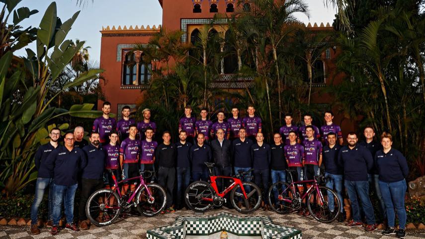 El-Burgos-BH-presenta-su-equipo-para-2021-en-Almunecar