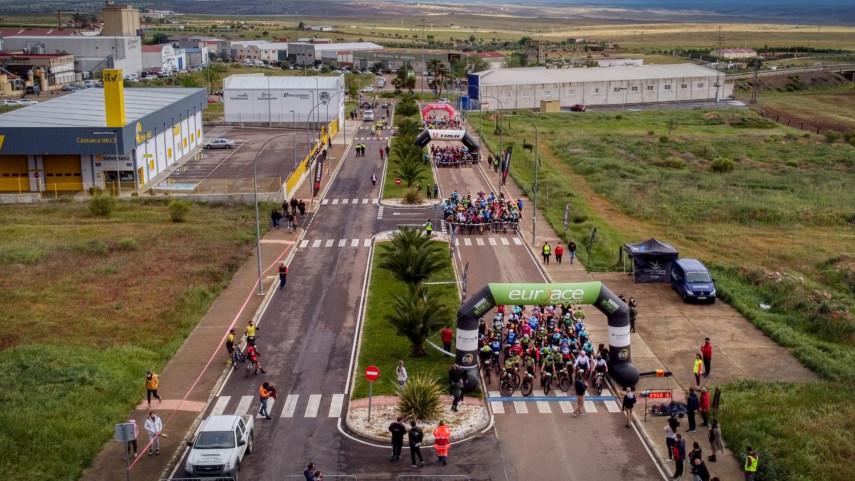 ARRANCo-EL-CIRCUITO-XCMM-CON-VICTORIA-PARA--MARIA-REMEDIOS-MONDOZADANIEL-SANCHEZ-CIDONCHA