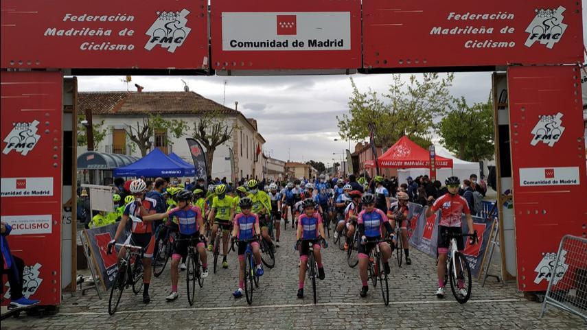 Villarejo-de-Salvanes-fue-una-fiesta-del-ciclismo-en-ruta-para-juniors-cadetes-y-Escuelas