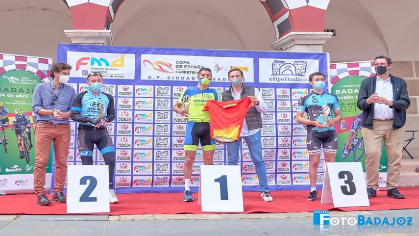Javier-Arceaga-e-o-primeiro-lider-MC3-da-Copa-de-Espana-de-Ciclismo-Adaptado