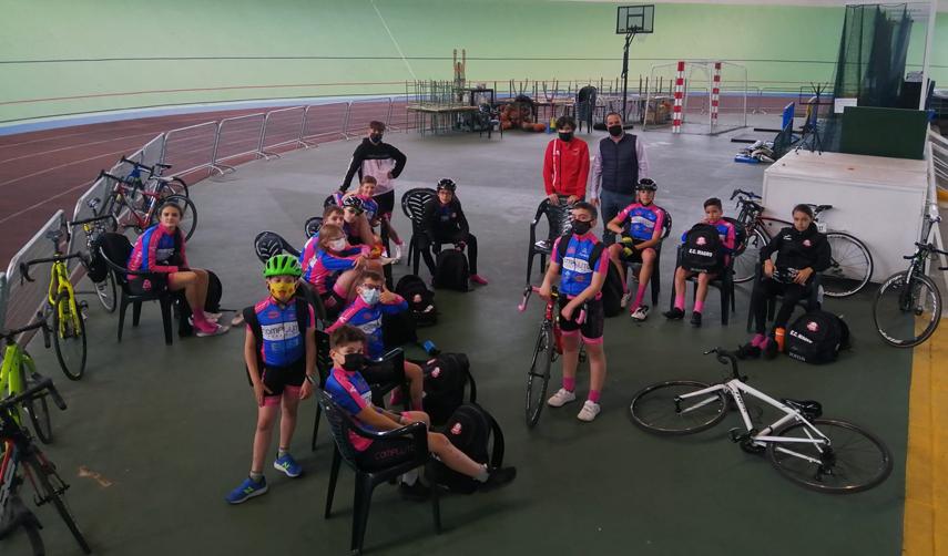 La Escuela Ciclista Rodríguez Magro se probó en el velódromo de Galapagar