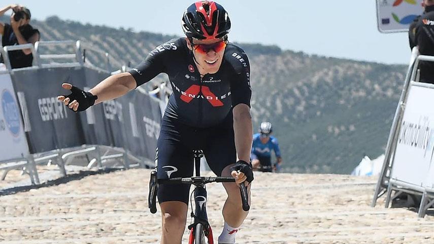 Ethan-Hayter-se-corona-como-lider-de-la-Vuelta-a-Andalucia-en-la-Fortaleza-de-la-Mota