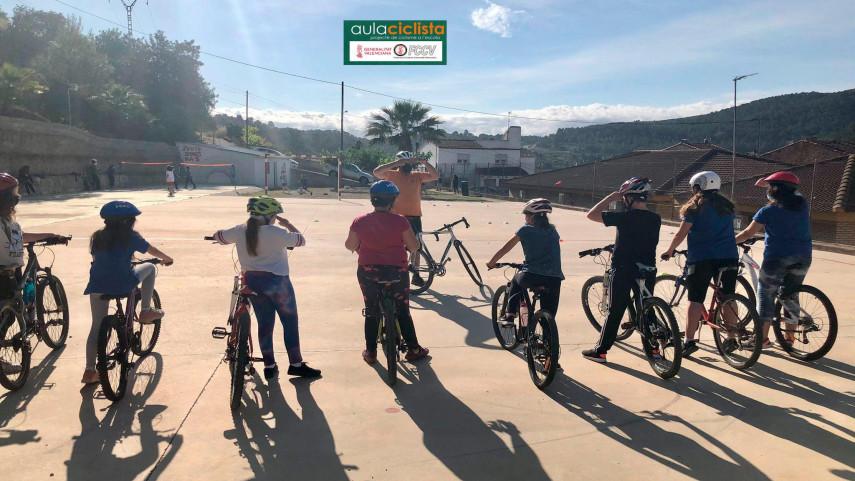Aula-Ciclista-FCCV-visita-el-CEIP-Luis-Vives-de-Quesa