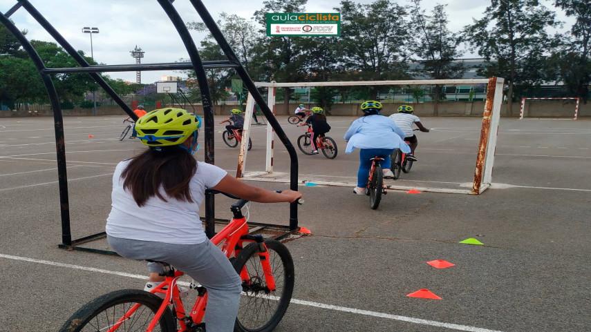 Aula-Ciclista-FCCV-visita-el-CEIP-Fernando-de-los-Rios-de-Burjassot