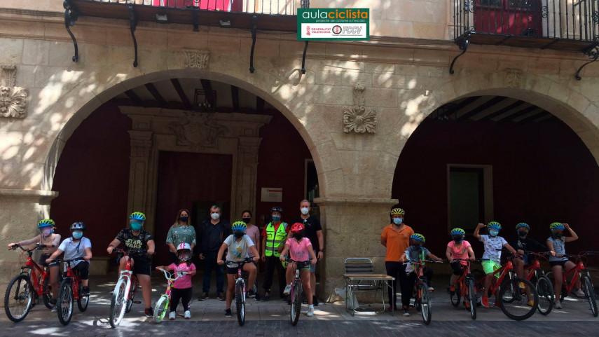 Aula-Ciclista-FCCV-visita-el-CEIP-La-Paloma-de-Aspe