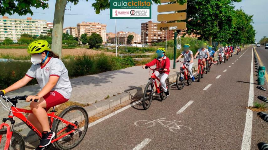 Aula-Ciclista-FCCV-visita-el-Colegio-Sagrada-Familia-Patronato-de-la-Juventutat
