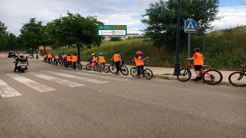 Aula-Ciclista-FCCV-visita-el-CEIP-Serrano-Claver-de-Requena