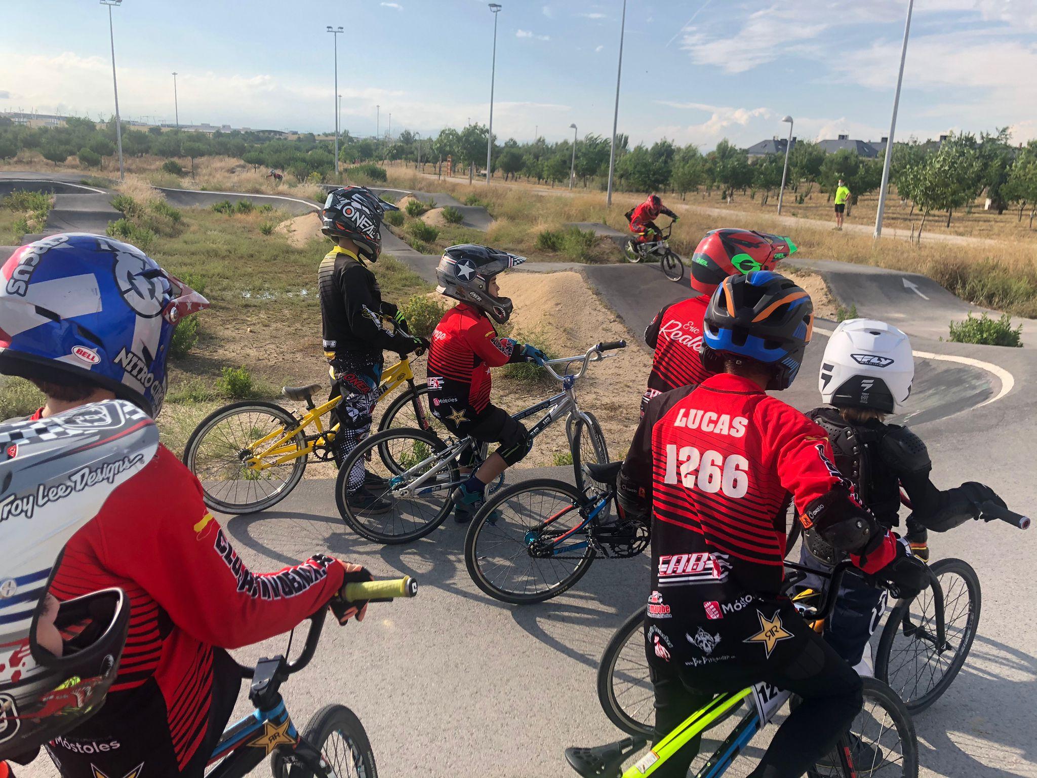 Tercera sesión de tecnificación organizada por la Comisión de BMX en Barajas