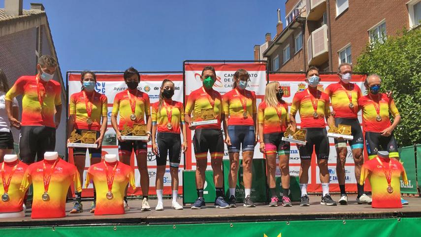 Valladolid-corona-a-los-campeones-de-Espana-master-de-carretera-en-linea-2021